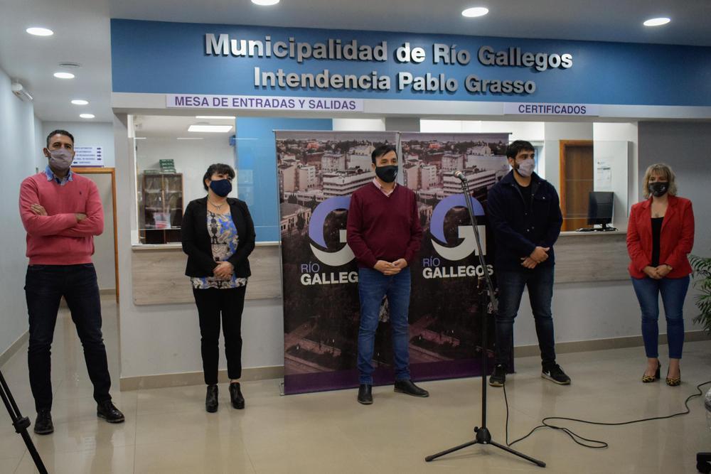 INT - ENTREGA DE EQUIPAMIENTO A DEPARTAMENTOS DE LA MUNICIPALIDAD - SIN SELLO - 21-4-8