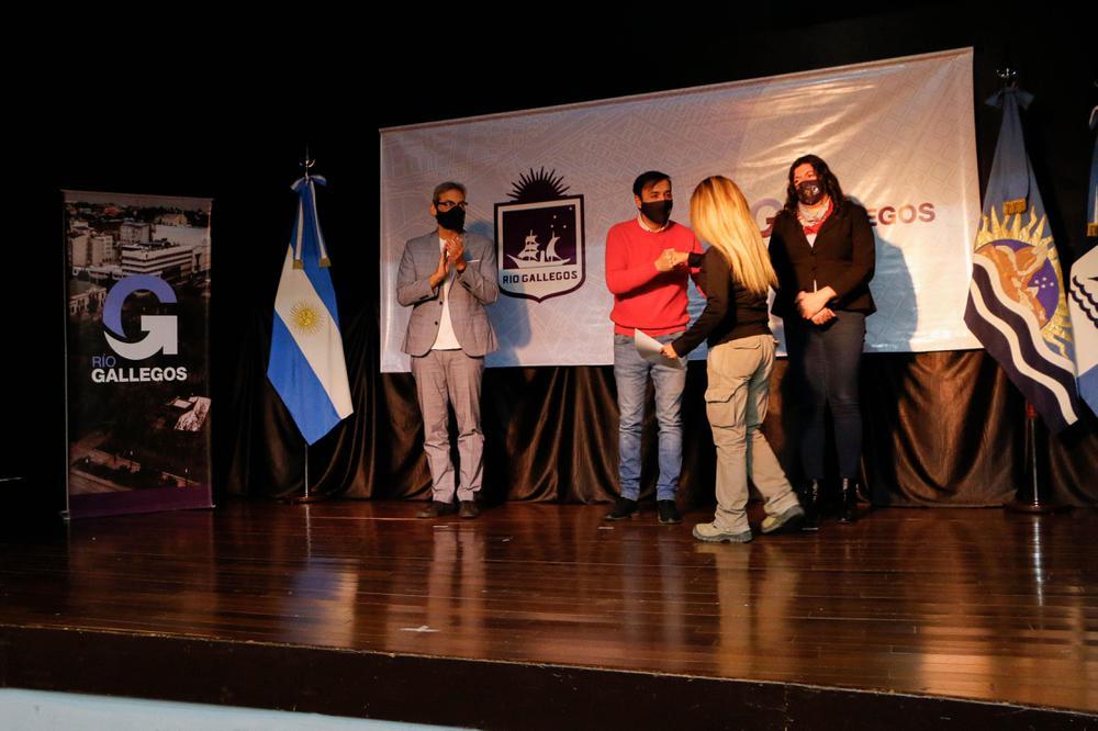 INT_UNPA_ENTREGA DE CERTIFICADOS_TEATRO_17-05-11